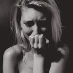 すぐ泣く女の性格や特徴とは?彼氏や男性はどう対応するのがベスト?