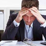 職場でストレスを感じてしまう原因や心理を紹介!対処方法は?