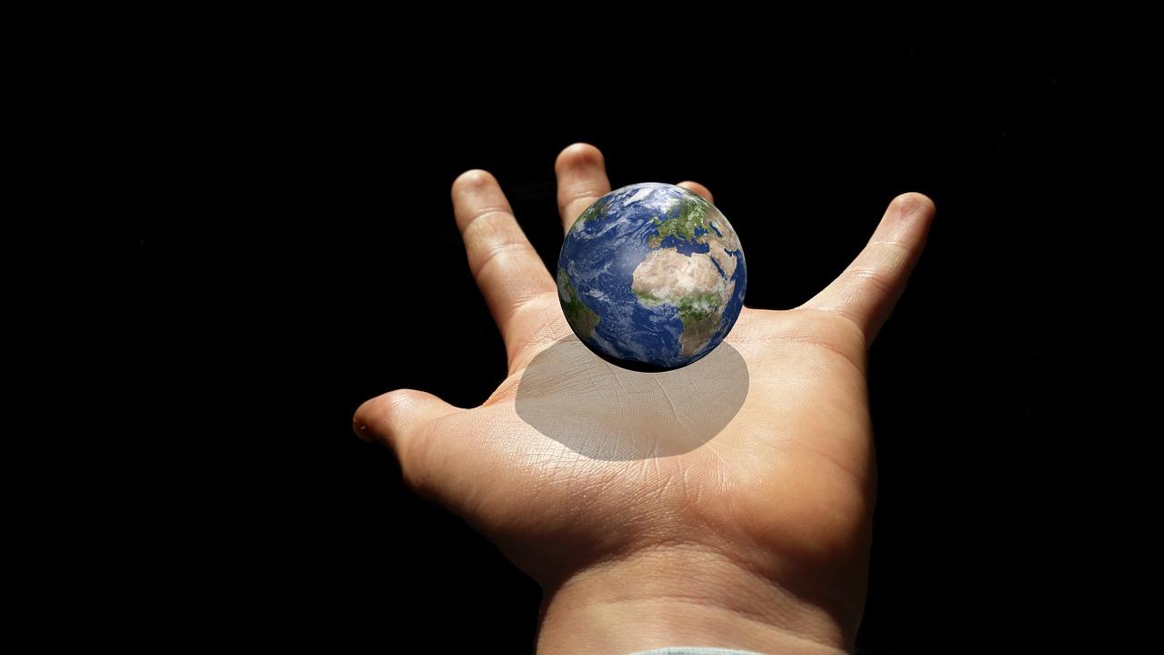 手の上の地球