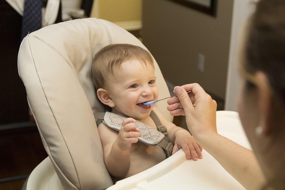 baby-2423896_960_720赤ちゃんの食事