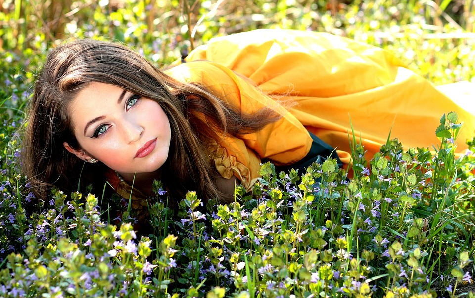 girl-1319138_960_720