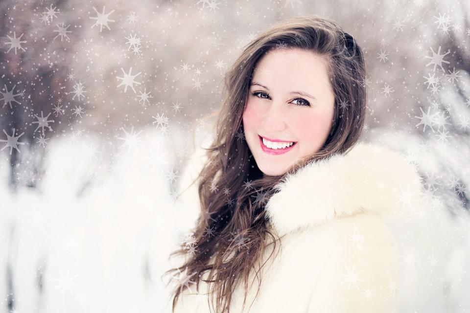 woman-578429_960_720雪の中の女性