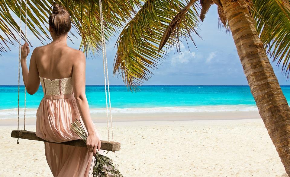 beach-2858720_960_720美しい身体の女性