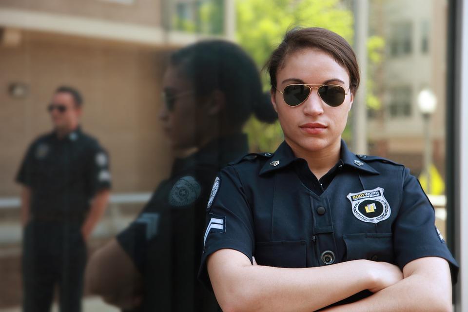 bodyworn-794099_960_720婦人警官