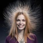 髪の毛に静電気が起きるメカニズムは?原因や防止方法を紹介!