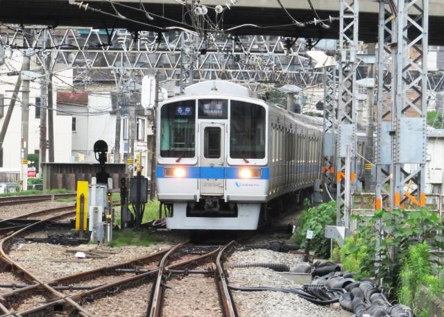 線路と切替の電車