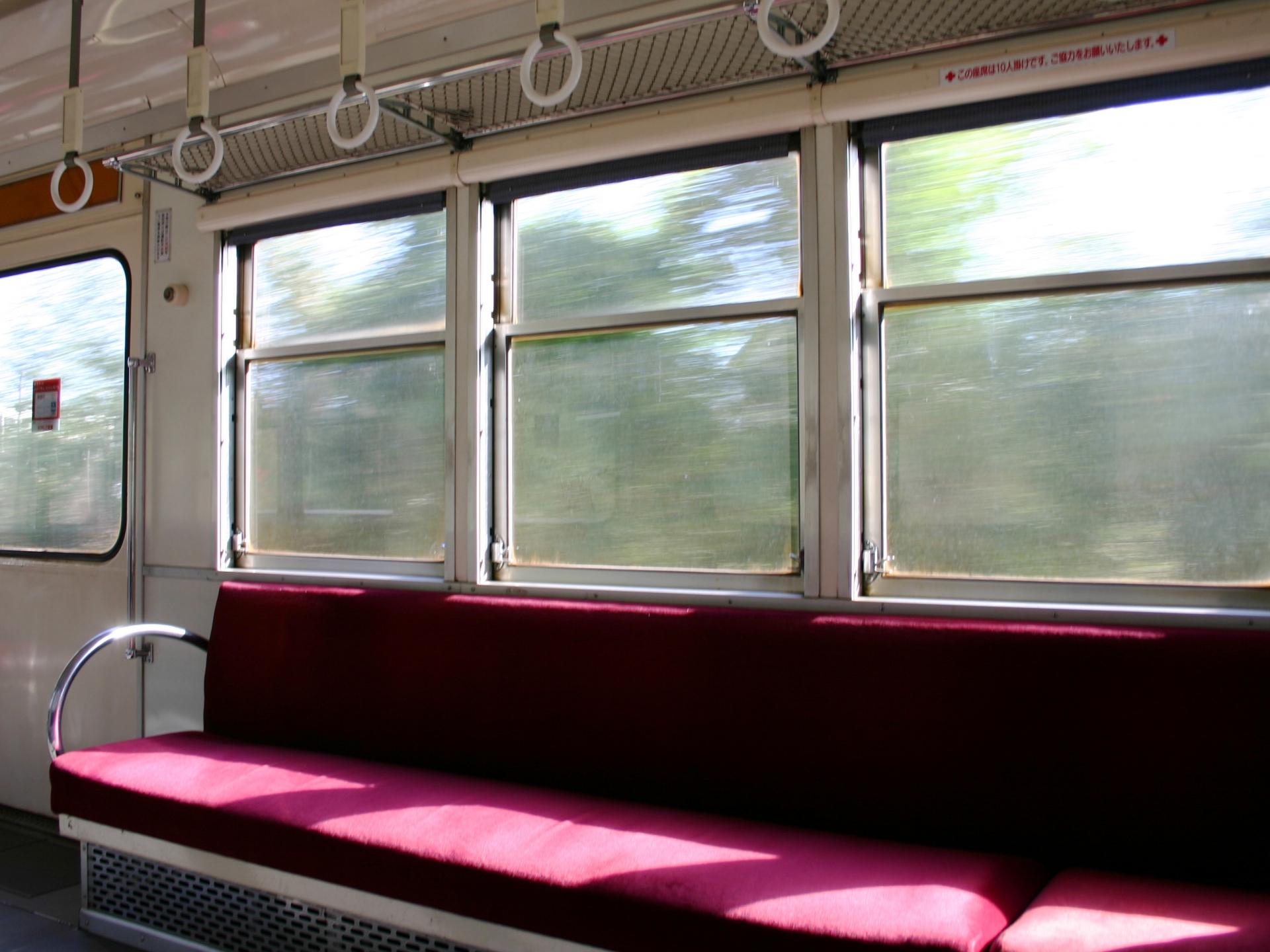 電車の室内