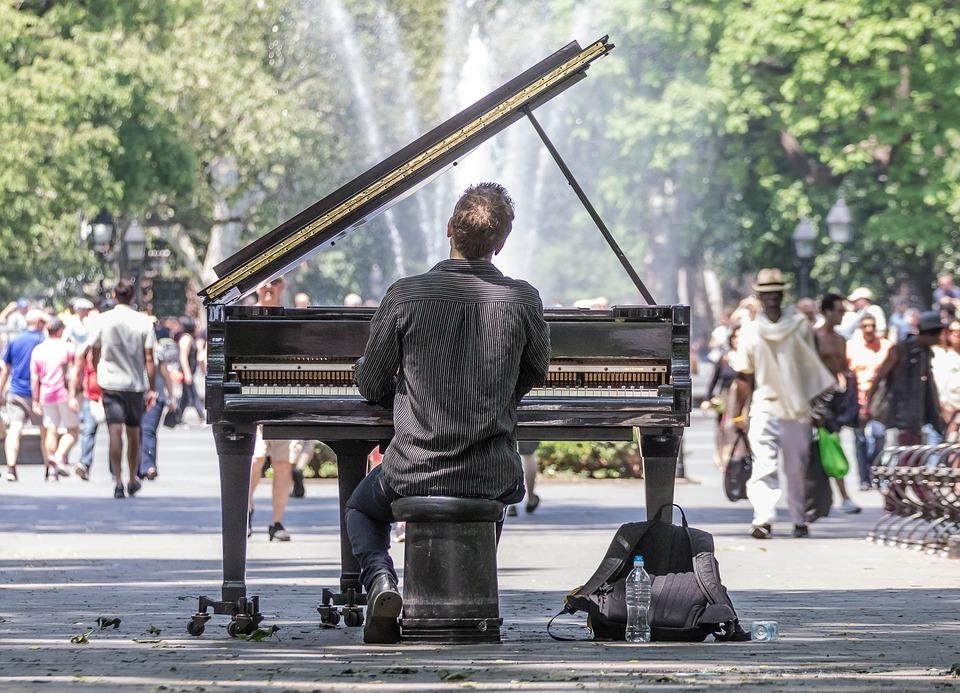 孤独 ピアノ 公園