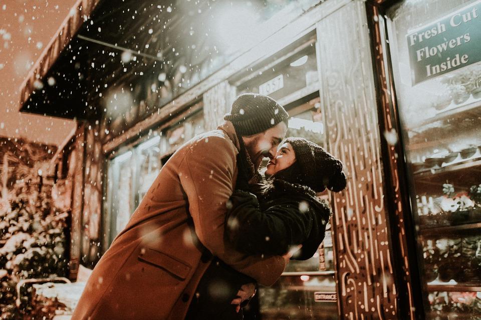 people-2597454_960_720雪の中の恋人たち
