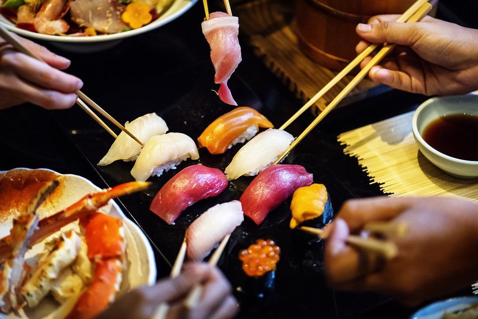 asian-2970211_960_720箸で食べる