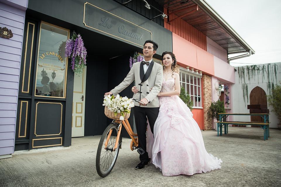 wedding-3145509_960_720結婚する二人