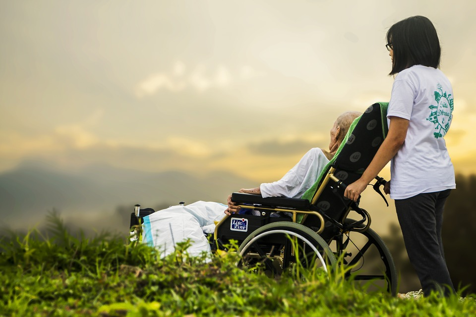 hospice-1821429_960_720病気の老人