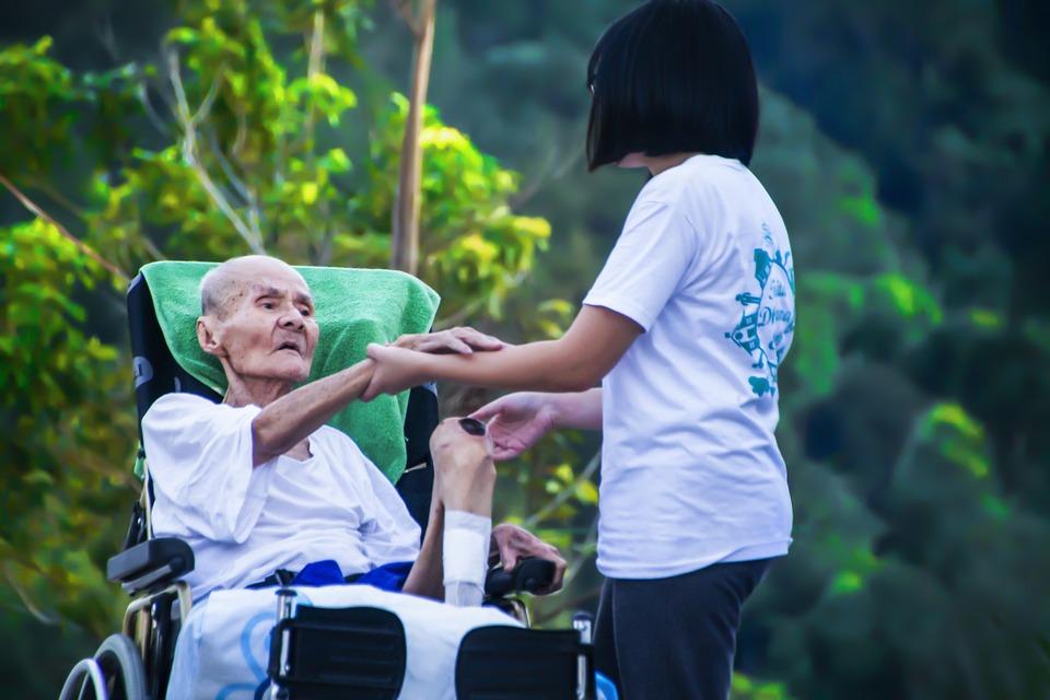 hospice-1902144_960_720介護