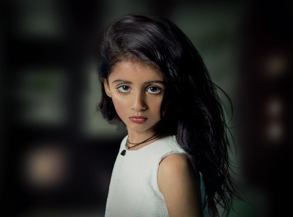cute-3183268_960_720硬い表情